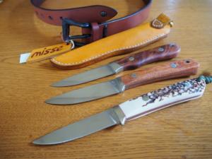 ナイフ、ベルト、鉄の小物等